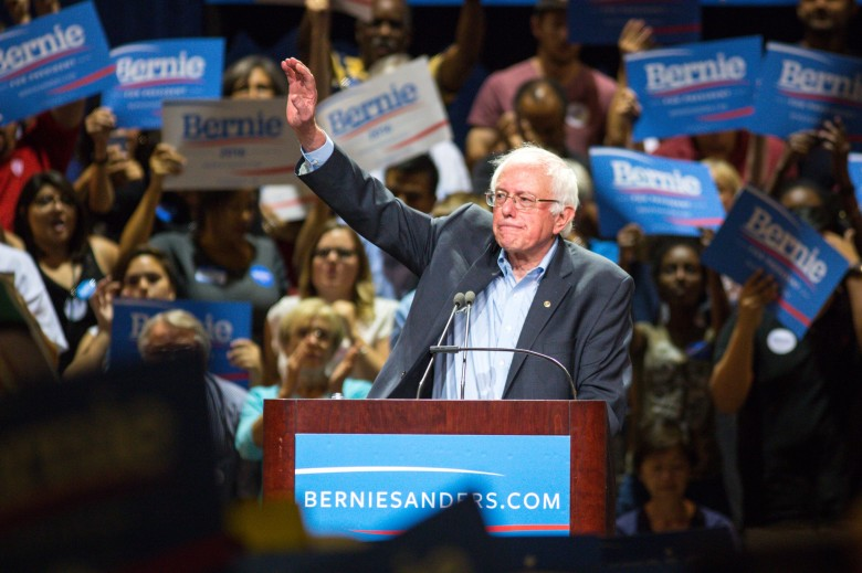 ct-bernie-sanders-obama-dan-pfeiffer-20150719.jpeg